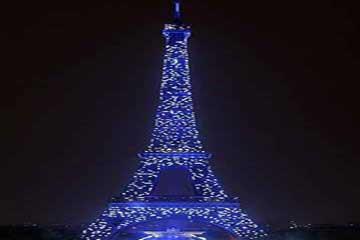 夜晚的巴黎埃菲尔铁塔