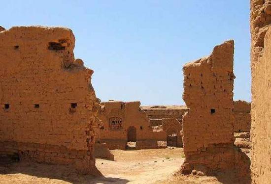 它位于新疆天山北坡,距哈密市区约60多公里,属天山区白石乡.