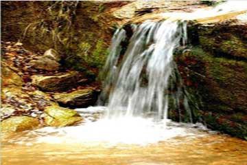 劈山沟位于朝阳县古山子乡境内,是市级风景区,距朝阳市区30公里.