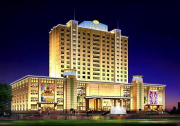 海丰金鹏国际酒店是香港骏丰企业国际有限公司独资建设的外资企业,占地面积约15000平方米,建筑面积4万多平方米,总投资额约1.5亿多万港元。 建筑主体16层、地下室一层、设备房一层,以新世纪建筑风格的五星级标准酒店设计建设,建筑外轮廓融合欧式建筑的特点,采用传统与现代相结合,在建筑整体视觉上、质感上取得呼应,总体布局上采用集中与分散相结合的形式,以适应酒店大型宴会、大型娱乐活动等多项功能要求,创造一个亲切、宜人的空间,发挥各服务功能作用,为社会各界提供舒适优质的服务。  海丰金鹏国际酒店设置经营项目:具有