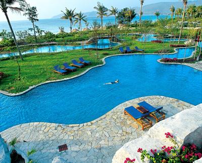 天域度假酒店座落于中国最南端的海南岛三亚