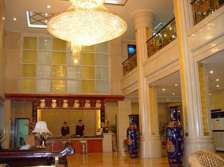 美乐大酒店体现欧式风格,豪华气派,设施完备,功能齐全,环境优美.