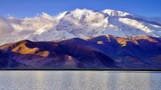 新疆阿图什公格尔九别峰山峰