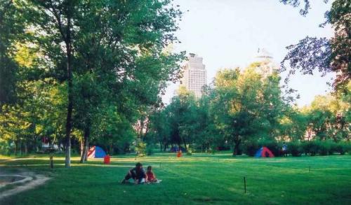 整个公园呈长方形,是乌鲁木齐市中心面积最大