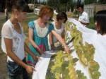 哈族女教师绣出22米《清明上河图》